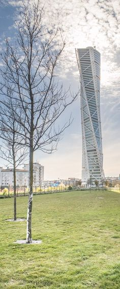 Turning torso, the iconic building in the Swedish city of Malmö. An article of an splendid water filled city: my kind of place!