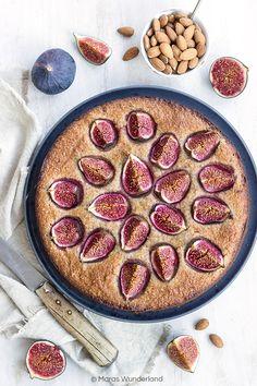 Ein gesunder Feigen-Mandelkuchen, einfach und schnell gebacken. Kokosöl + Apfelmus ersetzen Butter. Durch Erythrit werdenKalorien gespart.