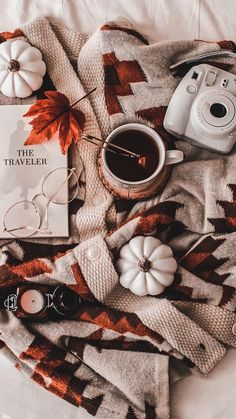 By Junebren Amazing autumnal scenery! By Junebren Amazing autumnal scenery! Handy Wallpaper, Fall Wallpaper, Christmas Wallpaper, Halloween Wallpaper, Halloween Backgrounds, Wallpaper Backgrounds, Cozy Aesthetic, Autumn Aesthetic, Aesthetic Vintage