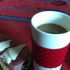 Cafe con soya 1 rebanada de pan y jamon de pavo y queso oaxaca