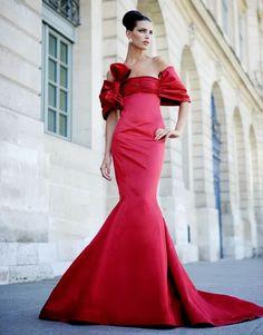 Valentino Haute Couture FW 2007 by Mario Sierra Red Fashion, Couture Fashion, Paris Fashion, Valentino Gowns, Valentino Red, Valentino Couture, Robes Glamour, Wedding Dress, Elie Saab