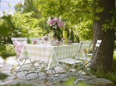 Tisch Rosa Decore com Gigi Outdoor Table Settings, Outdoor Tables, Outdoor Decor, Outdoor Spaces, Party Table Decorations, Decoration Table, Beautiful Table Settings, Al Fresco Dining, Garden Table