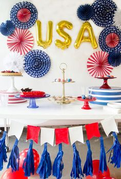 Rachel from Fawn shares festive of July Birthday Party Ideas to help you create a patriotic celebration including pinwheels, goodie bags, and a banner. Fourth Of July Food, 4th Of July Celebration, 4th Of July Party, July 4th, July Birthday, Birthday Parties, Lollipop Centerpiece, Usa Party, 4th Of July Decorations