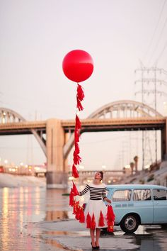 A collection of beautiful images from the internet. House Of Balloons, Giant Balloons, Latex Balloons, Balloon Tassel, Love Balloon, Red Balloon, Ballons Fotografie, Balloons Photography, Color Photography