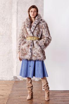 Paule Ka Pre-Fall 2019 Fashion Show Collection: See the complete Paule Ka Pre-Fall 2019 collection. Look 17 Vogue Paris, Paule Ka, Fashion Wallpaper, Models, Fashion Show Collection, Winter Wear, Mannequins, Womens Fashion, Fashion Trends