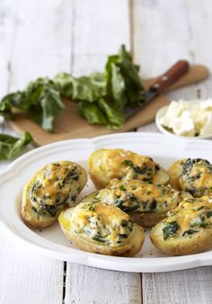 Baked Potatoes with Spinach & Feta - a winning midweek family meal! Creamy Spinach, Spinach And Feta, Quick Family Dinners, Family Meals, My Favorite Food, Favorite Recipes, Nibbles For Party, Spinach Casserole, Vegetarian Recipes