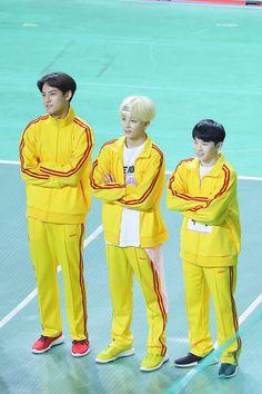 Mingyu Jeonghan and Woozi ~ Seventeen ~ Seventeen Memes, Jeonghan Seventeen, Seventeen Debut, Diecisiete Memes, Funny Kpop Memes, K Pop, Astro Mj, Astro Sanha, Day6 Sungjin
