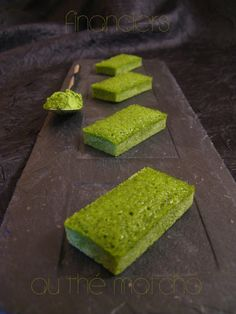Matcha Financiers (Matcha-almond cakes - in French. I tried it, and it was perfect, like biting in a cloud! Green Tea Dessert, Creme Dessert, Financier Recipe, Desserts Japonais, French Cake, Green Tea Recipes, Types Of Cakes, No Cook Desserts, Japanese Sweets