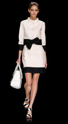 little-black-white suit Valentino Runway - Flavia De Oliveira by Ali Fashion Mode, Look Fashion, Couture Fashion, Runway Fashion, Womens Fashion, Fashion Design, Fashion Shoes, Girl Fashion, Fashion Trends