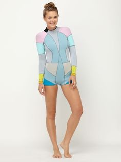Traje surf Roxy. Totally getting this for the summer...wish i had it to go surfing tomorrow :)