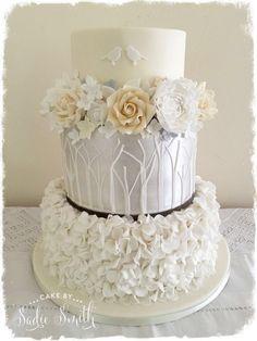 Flower Ring Wedding Cake