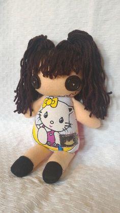 Commissione bambina.  #puppetz #pupazzo #pupazzi #cucito #bottoni #passione panno lenci.  Puppetz