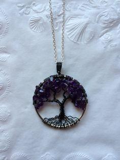 He encontrado este interesante anuncio de Etsy en https://www.etsy.com/es/listing/219214720/tree-of-life-necklace-amethyst-pendant