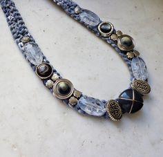 Collar con piedras de metal collar con botones por AzzurroTerra
