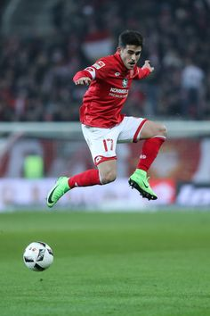 Jairo Semperio of Mainz controls the ball during the Bundesliga match between 1. FSV Mainz 05 and FC Augsburg at Opel Arena on February 10, 2017 in Mainz, Germany.