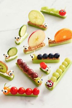 These healthy after school snack ideas for kids are SO creative! I love how quick & easy the recipes are and they are super healthy snack! Caterpillar Recipe, Hungry Caterpillar Activities, Cute Food, Good Food, Baby Food Recipes, Snack Recipes, Breakfast Recipes, Food Baby, Gourmet Recipes