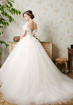 Wedding Dress — Various Brands 衣装コレクション ウエディングドレスのレンタルなら【東衣装店】
