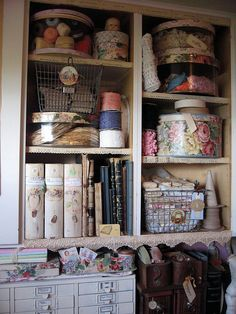 girly storage..hat boxes are fun!