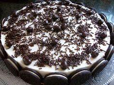 como todas las tartas semifrias que hago la base es de galletas ..pero esta es con galletas oreo...   ingredientes para la base  300g de gal...