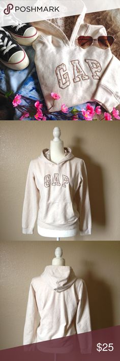 GAP Embroidered Logo Pullover Hoodie Super cute GAP embroidered logo pullover hoodie, soft fleece on the inside, cute print lining on hoodie and on the logo. In like new condition, can't recall if it was ever worn, size M. I happily entertain reasonable offers 😊 GAP Tops Sweatshirts & Hoodies