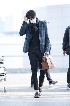 EXO Kai airport fashion at Incheon Airport Fashion Beauty, Mens Fashion, Kaisoo, Exo Kai, Airport Style, Airport Fashion, Incheon, Kpop Outfits, Normcore