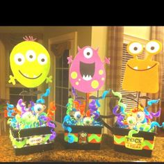 Monster party centerpieces for Halloween party Little Monster Birthday, Monster 1st Birthdays, Monster Birthday Parties, 1st Boy Birthday, First Birthday Parties, First Birthdays, Birthday Ideas, Monster Centerpieces, Birthday Party Centerpieces