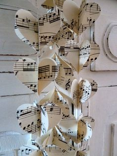 Cute idea! Jillian wants to redecorate her room with music theme.... I'm sooo using this idea!