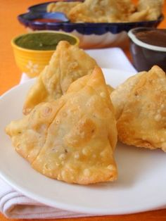Recipe for Samosa, Vegetable Samosa Recipe, Making Samosas, Indian best snack recipe is easy. Do not think of calories when eating samosa. Made with flour and vegetable filling and deep fried to golden brown, samosa is a delicious snack or appetizer.