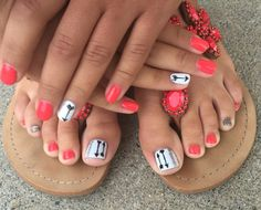 Cool summer pedicure nail art ideas 12