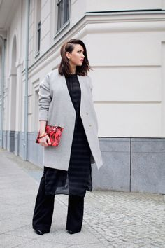 flared-jeans-streetstyle Flare Jeans, My Outfit, Duster Coat, Layers, Street Style, Jackets, Outfits, Fashion, Trousers
