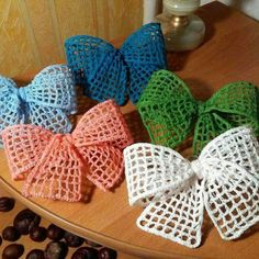 More bows …. # crochet decorations # crafts … – My CMS Appliques Au Crochet, Crochet Bow Pattern, Crochet Flower Tutorial, Crochet Flower Patterns, Crochet Motif, Crochet Flowers, Crochet Butterfly, Crochet Leaves, Crochet Stitch