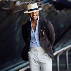 Mens Style & Look 2017 / 2018 : Update on the launch of 'The Style Guide': The Style Guide the new book Sharp Dressed Man, Well Dressed Men, Cream Trousers, Look 2017, Gentlemen Wear, La Mode Masculine, Gq Style, Global Style, Street Style