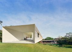 enochliew:  Casa Piracicaba by Isay Weinfeld The three floors...