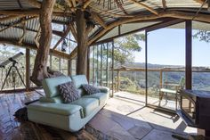 Treehouse Blue Mountains - Treehouses for Rent in Bilpin, New South Wales, Australia South Wales, Eco Cabin, Lake Cabins, Living Styles, Facade House, Mid Century House, Small House Plans, Blue Mountain, House In The Woods