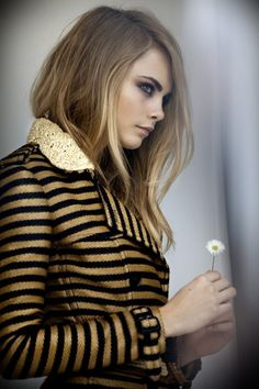 Cara Delevigne behind-the-scenes @Burberry spring/summer 2012