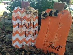 FALL Orange/Chevron Pallet Pumpkin by KsKountryKorner on Etsy Mehr Thanksgiving Crafts, Fall Crafts, Holiday Crafts, Holiday Fun, Thanksgiving Decorations, Festive, Fall Halloween, Halloween Crafts, Halloween Decorations