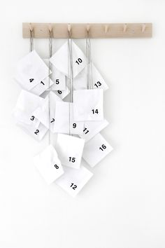 Minimal Advent Calendar ☆ Fill little bags with small treats like jewelry, tea bags, mints, and more for a daily surprise!
