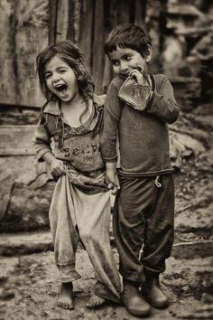 Enfants - BOHEMIENS - GITANS - MANOUCHES - ROMS - TZIGANES