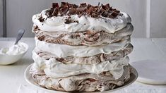 Chocolate-Coconut Pavlova Cake - Layers of crisp meringue and coconut cream make a fabulous and flourless dessert. Dessert Sans Gluten, Gluten Free Desserts, Just Desserts, Tiramisu, Flourless Desserts, Pavlova Cake, Cake Recipes, Dessert Recipes, Meringue Cake