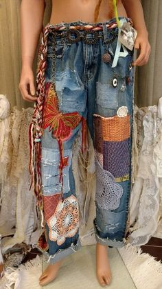 Upcycled embellished jeans 37 w silk patches vintage lace distressed art tmyersJust finished, these fun, one of a kind, distressed jeans, embellished with butt.New Levi's Womens Wedgie Icon Fit Distressed Straight Denim Jeans Pants 24 x down Distressed Jeans, Diy Fashion, Ideias Fashion, Hippie Fashion, Fashion 2018, Fashion Fall, Ladies Fashion, Fashion Brands, Womens Fashion