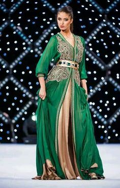 Emerald green kaftan with bronze underskirt and bronze embroidery. Belted. Igen garb.