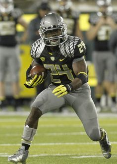 50 Oregon Football Uniforms That Changed The Way We See College Football
