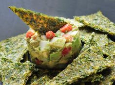 Corn Kale Chips with Chunky Guacamole Raw Vegan Recipes, Vegan Foods, Vegan Snacks, Raw Food Recipes, Paleo, Healthy Snacks, Vegetarian Recipes, Cooking Recipes, Drink Recipes