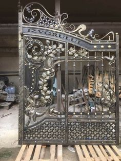 Home Gate Design, Grill Gate Design, Front Gate Design, Main Gate Design, Front Gates, Entrance Gates, Front Doors, Metal Gates, Wrought Iron Gates