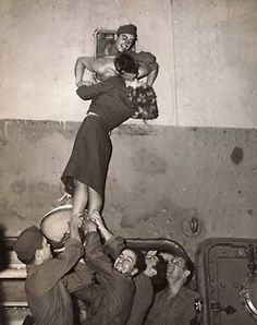 soldiers Black and White Kissing Photography | love photography couple kissing Black and White old romance kiss ...