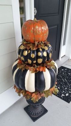 Hand Painted Pumpkin Topiary for Fall and Hallowee. - Hand Painted Pumpkin Topiary for Fall and Hallowee. Fall Pumpkins, Halloween Pumpkins, Fall Halloween, Halloween Crafts, Holiday Crafts, Happy Halloween, Diy Christmas, Outdoor Halloween, White Christmas
