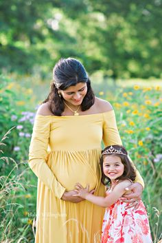 Photographer Maternity Photography Poses Outdoor Session Flowers Field