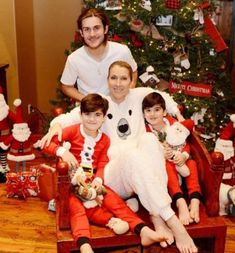 Celine Dion posts photo of first Christmas without Rene Angelil. Celine Dion is giving fans a glimpse of her first Christmas without husband Rene Angelil. Celine Dion Enfants, Celine Dion Kids, Celine Dion Husband, Magical Christmas, Family Christmas, Christmas Photos, Selin Dion, Top Singer, Man Of The House