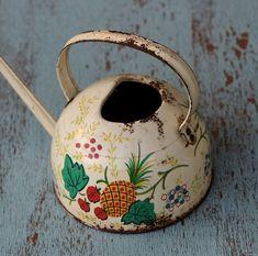What a charming teapot!