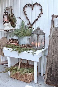 Cuando decoramos la casa para las fiestas navideñas no debemos olvidar la decoración del recibidor. Nuestros visitantes será lo primero que verán del interior de la casa